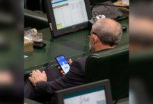 صورة شاهد سخرية من نائب إيراني بعد رصد ما كان يفعله على هاتفه داخل البرلمان