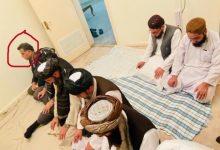 صورة شاهد.. صورتان مثيرتان للجدل تجمعان الرجل الثاني في طالبان مع مدير المخابرات الباكستانية
