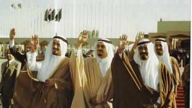 صورة صورة تاريخية للملوك خالد وفهد وعبدالله وسلمان يودعون الرئيس السادات