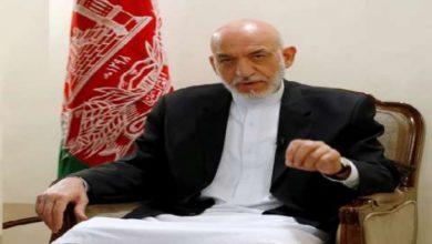 صورة كرزاي وعبدالله يلتقيان حاكم العاصمة الأفغانية التابع لطالبان