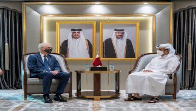 صورة وزير الخارجية القطري يبحث مع مبعوث رئيس الوزراء البريطاني التطورات في أفغانستان