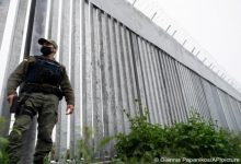 صورة وسط مخاوف من أزمة المهاجرين الأفغان.. اليونان تبني جدارا على الحدود مع تركيا