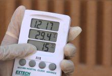 صورة قياس إرتفاع الماء في دورق التجربة عدة مرات من خلال تجربة اجراها محمد تجربة في المختبر